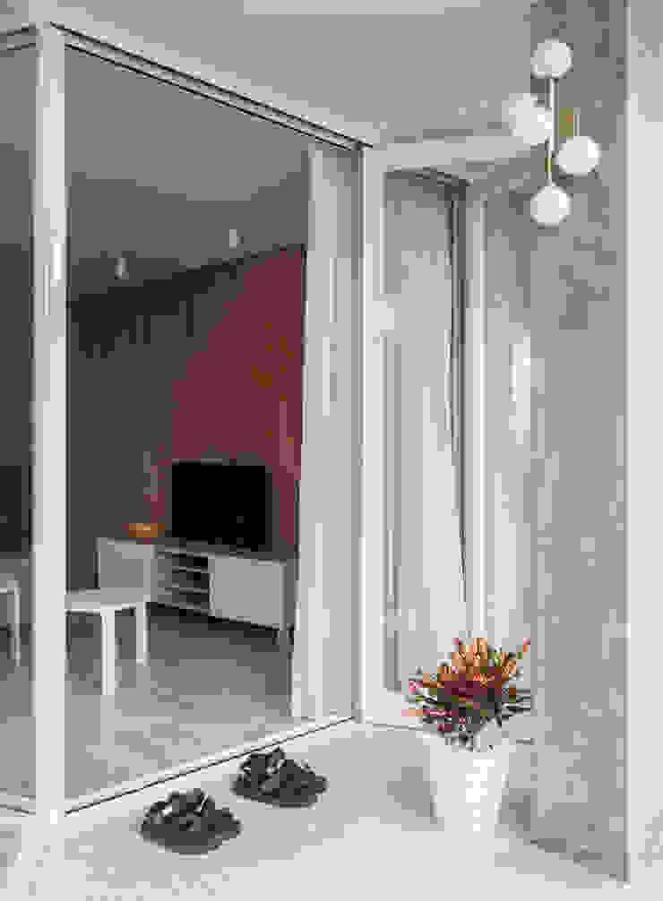 Balcony / Living area 根據 湜湜空間設計 隨意取材風