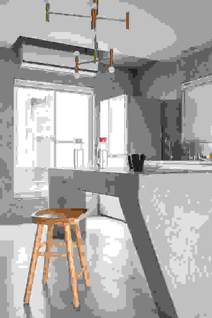 Dinning Area / Kitchen 根據 湜湜空間設計 隨意取材風 水泥