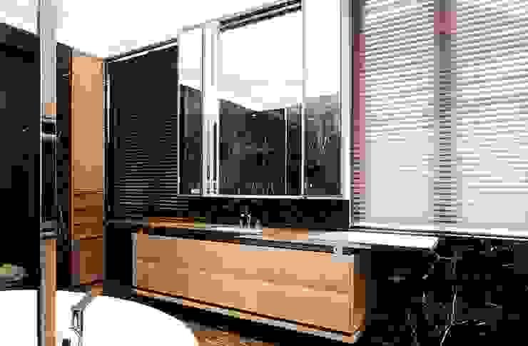 Bathroom IP Kamar Mandi Modern Oleh ARF interior Modern