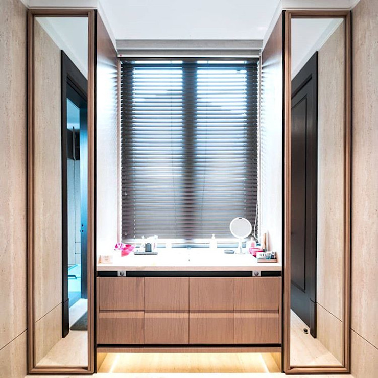 Bathroom IP Ruang Ganti Modern Oleh ARF interior Modern