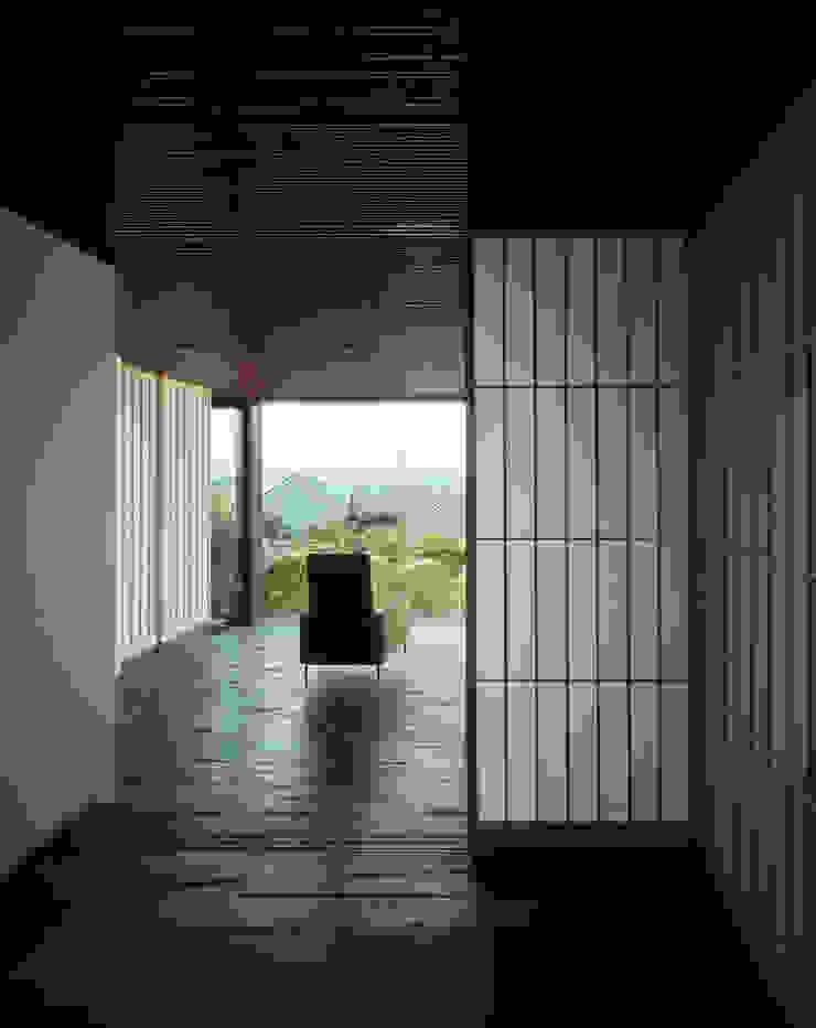 書斎からホールを見る 和風の 温室 の 松岡淳建築設計事務所 和風