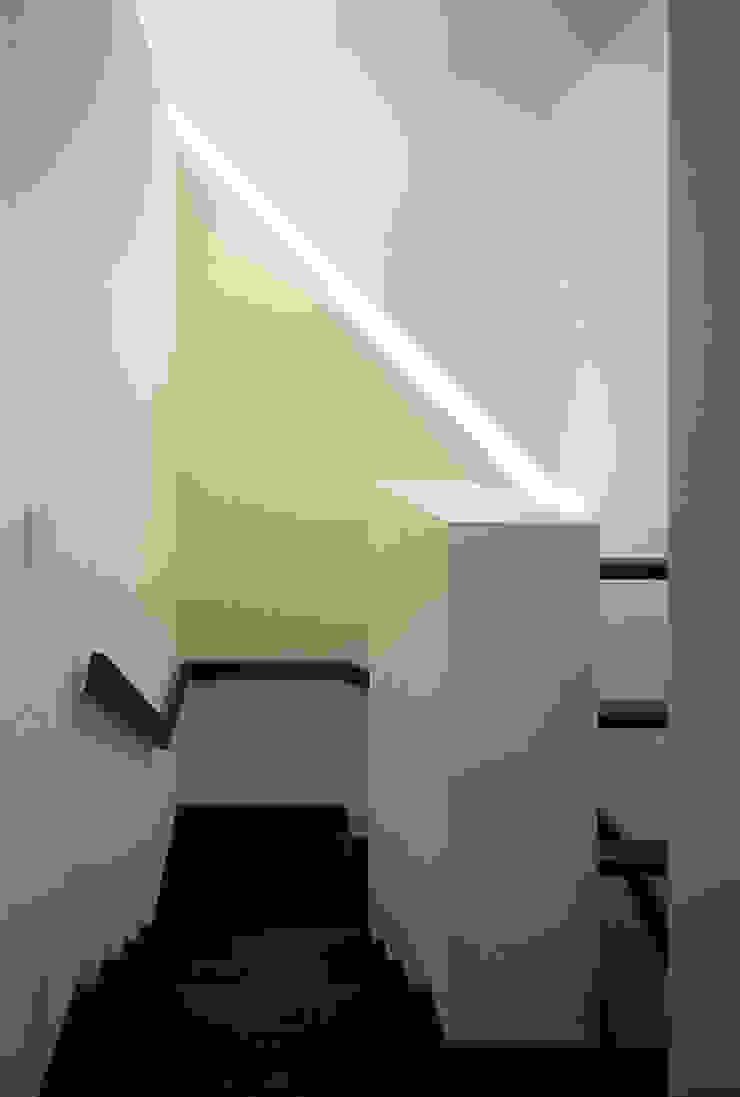 階段 の 松岡淳建築設計事務所 和風