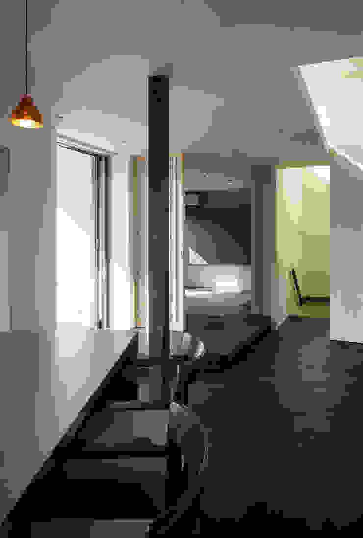 キッチンから寝室を見る 和風の 寝室 の 松岡淳建築設計事務所 和風