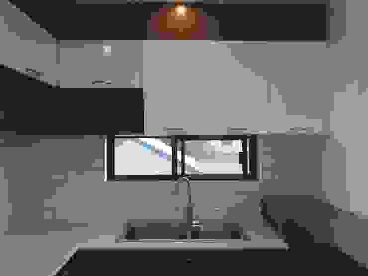 AURORA HOUSE by ezpaze design+build Minimalist