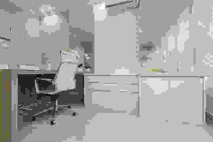 Moderne Praxen von Samantha Sato Designer de Interiores Modern