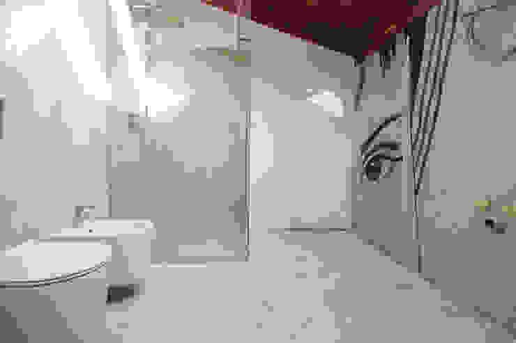 Modern Bathroom by Flavia Benigni Architetto Modern
