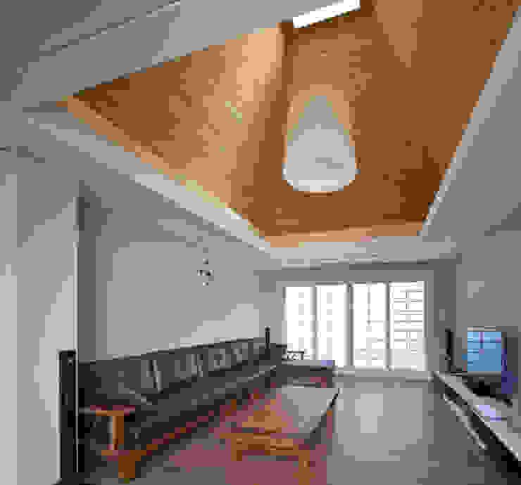 거실 천장 by 건축사사무소 에이플랜