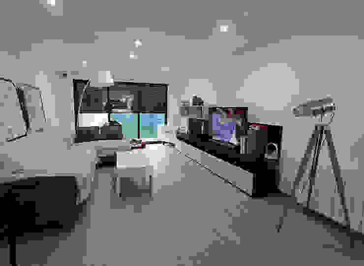 AMPLIACIÓN DE BUNGALOW Salones de estilo moderno de Novodeco Moderno