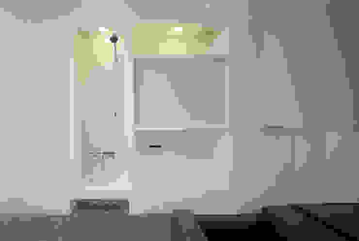 浴室 モダンスタイルの お風呂 の 松岡淳建築設計事務所 モダン