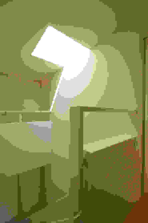 Oleh 松岡淳建築設計事務所 Modern