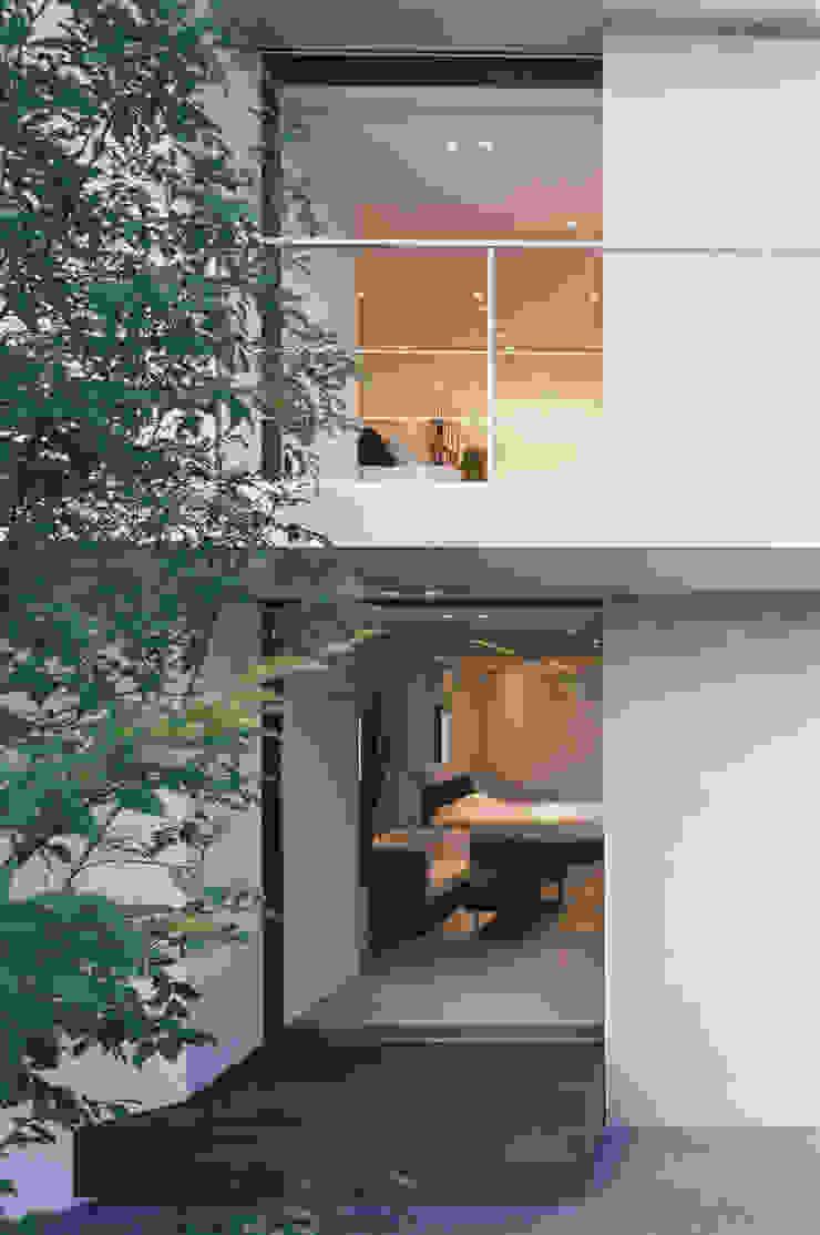 西側外観 モダンな 家 の 松岡淳建築設計事務所 モダン