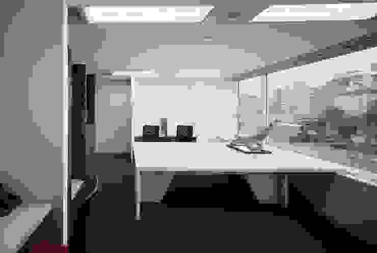外部社員執務室 兼 リフレッシュスペース オリジナルデザインの 書斎 の 松岡淳建築設計事務所 オリジナル