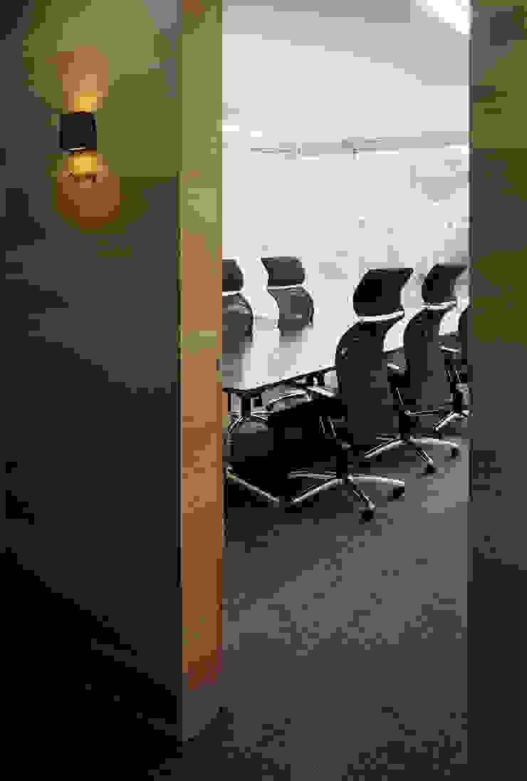 応接会議室 オリジナルデザインの 書斎 の 松岡淳建築設計事務所 オリジナル