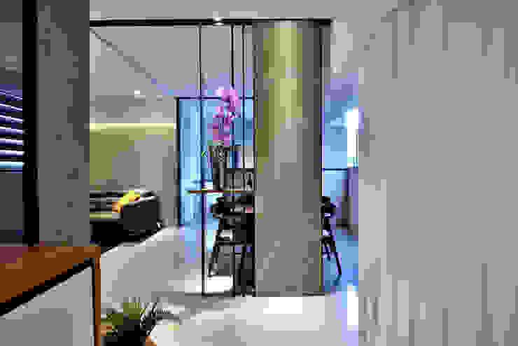 Moderner Flur, Diele & Treppenhaus von 星葉室內裝修有限公司 Modern