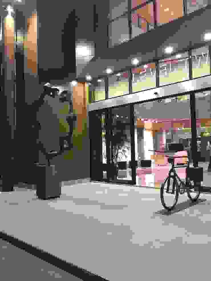 Entrance Mall Pusat Perbelanjaan Tropis Oleh Bobos Design Tropis
