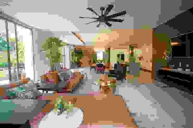 Ruang Keluarga Ruang Keluarga Tropis Oleh Bobos Design Tropis