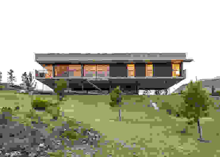 Casa en Los Molinos: Casas de campo de estilo  por TECTUM,Moderno Hormigón
