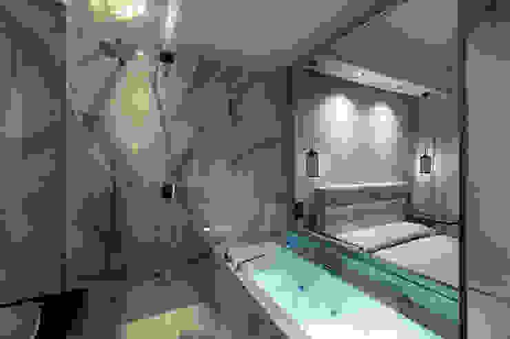 suite Camera da letto moderna di antoniodimaro&partners Moderno