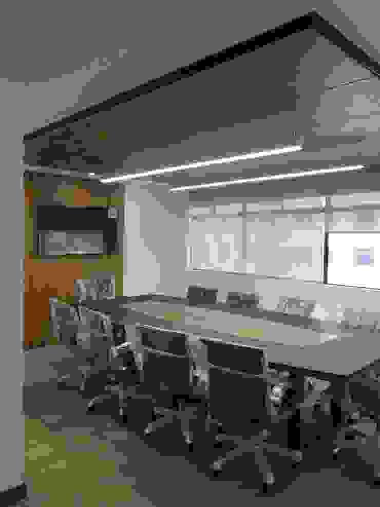 OFICINA ABOGADOS Salas multimedia de estilo moderno de Studio17 Moderno