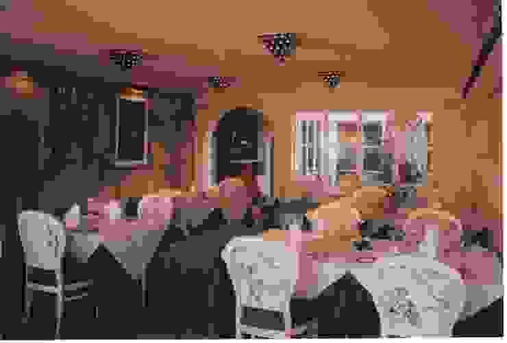 Restaurante CLUBE CASA DO CASTELO Espaços de restauração mediterrânicos por Atelier Ana Leonor Rocha Mediterrânico