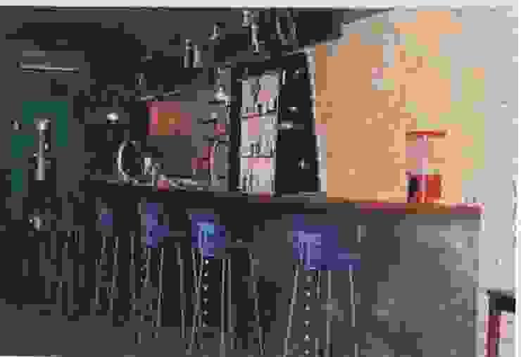 Bar os ARCOS-Faro 1994 por Atelier Ana Leonor Rocha Industrial