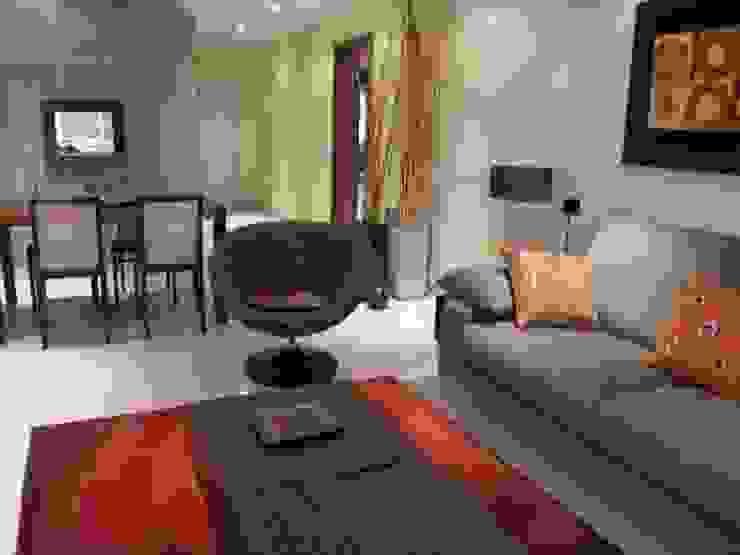 Moradia Praia da Galé 2003 Salas de estar modernas por Atelier Ana Leonor Rocha Moderno