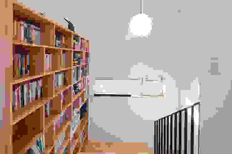 Escalier de style  par 위드하임, Moderne