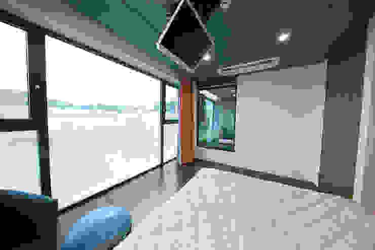 자곡동 J씨 하우스 모던스타일 침실 by designforn 모던 우드 우드 그레인
