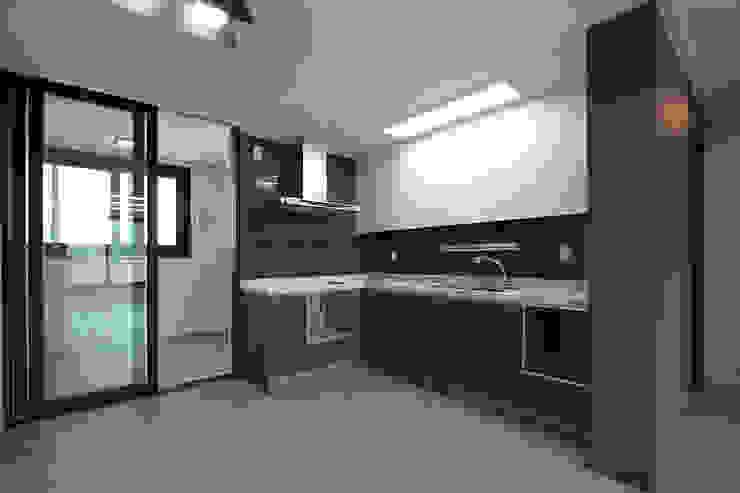 세곡동 푸르지오 34평 모던스타일 주방 by 한 인테리어 디자인 모던