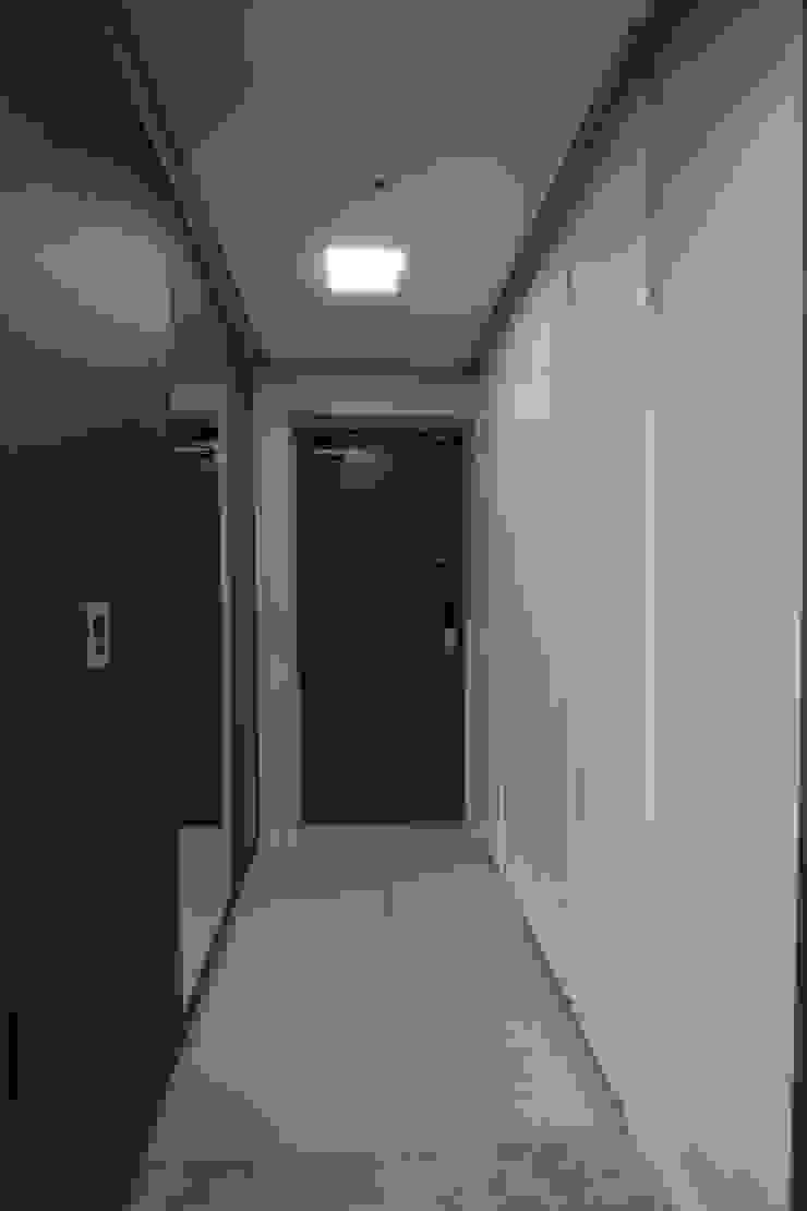 세곡동 푸르지오 34평 모던스타일 복도, 현관 & 계단 by 한 인테리어 디자인 모던
