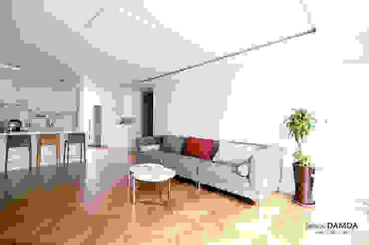 Salon moderne par 디자인담다 Moderne