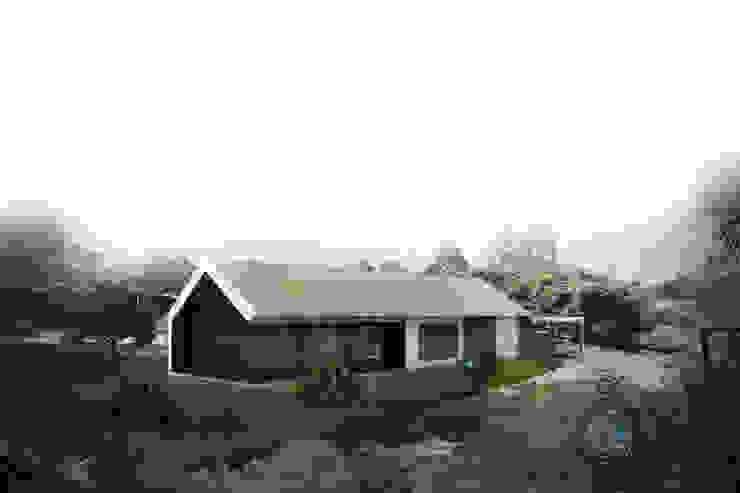 โดย Andrés Hincapíe Arquitectos A H A โมเดิร์น คอนกรีต