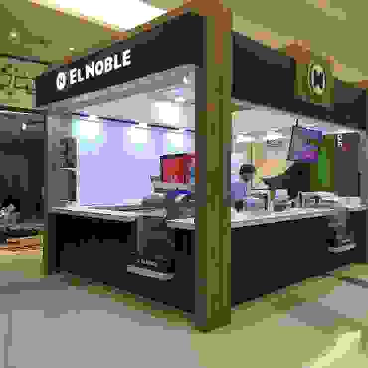 Góndola en Isla para la comercialización de empanadas : Shoppings y centros comerciales de estilo  por Faerman Stands y Asoc S.R.L. - Arquitectos - Rosario,Moderno Derivados de madera Transparente