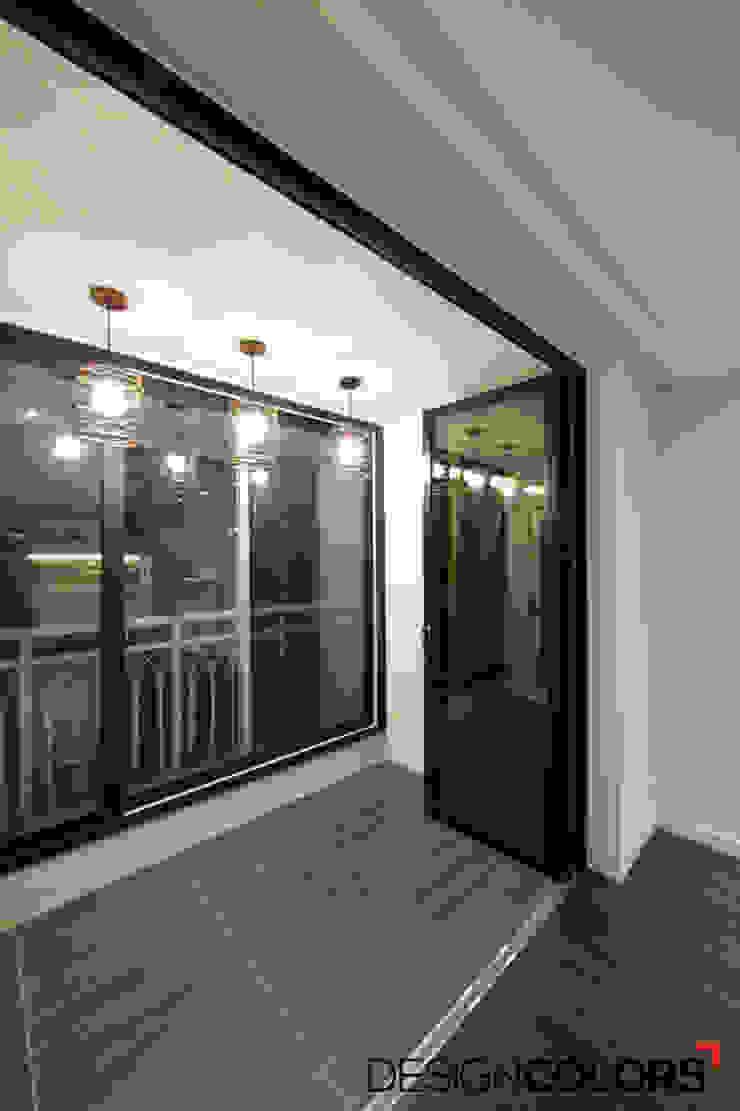 Balcones y terrazas de estilo moderno de DESIGNCOLORS Moderno