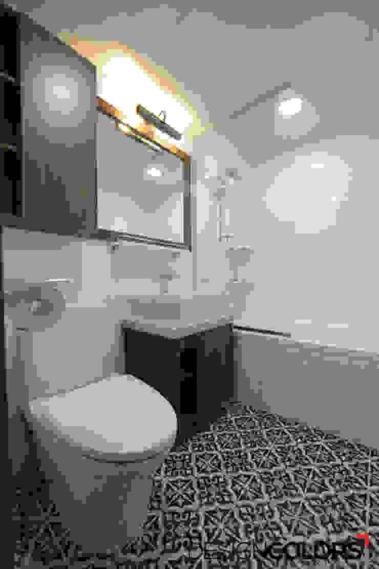 Baños de estilo moderno de DESIGNCOLORS Moderno