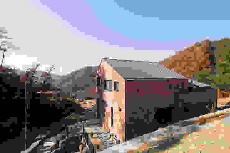 주택 뒷모습 by 위드하임 모던 벽돌