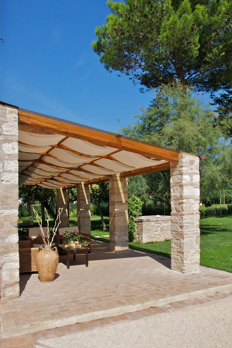 GIAN MARCO CANNAVICCI ARCHITETTO Rustic style house
