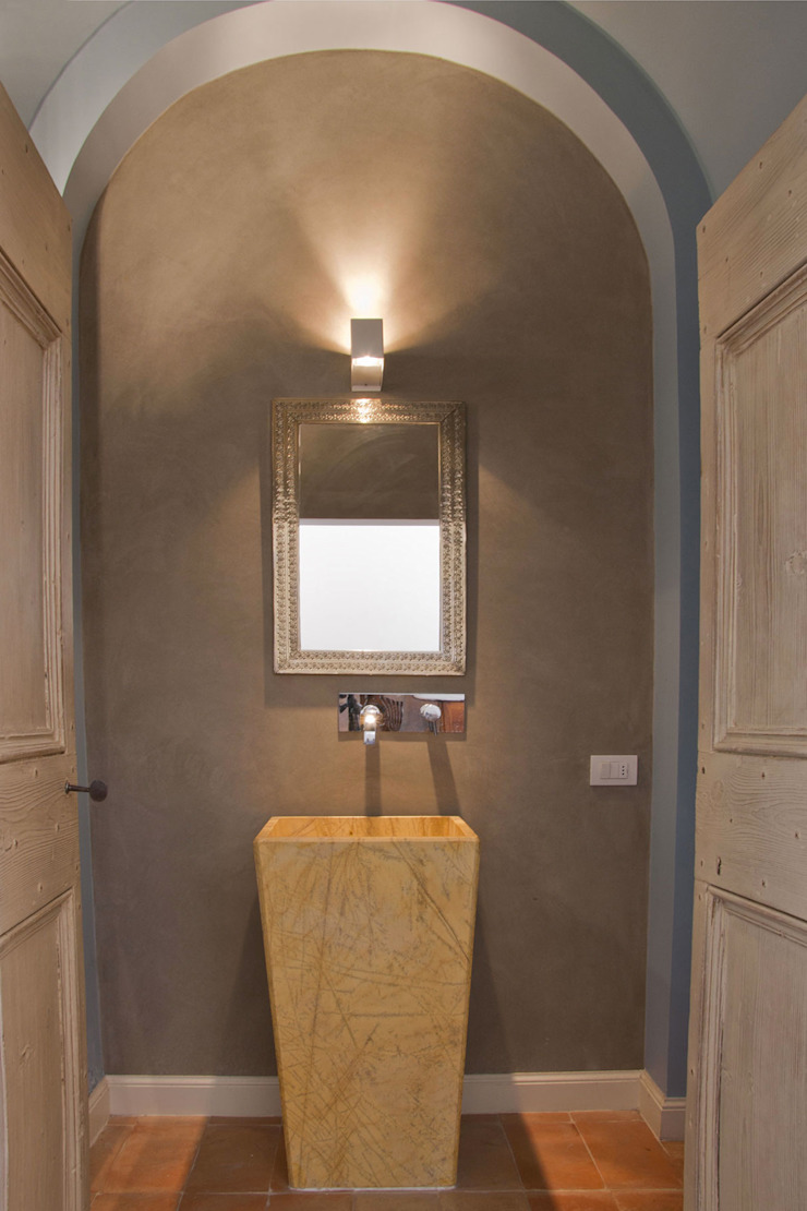 GIAN MARCO CANNAVICCI ARCHITETTO Rustic style corridor, hallway & stairs
