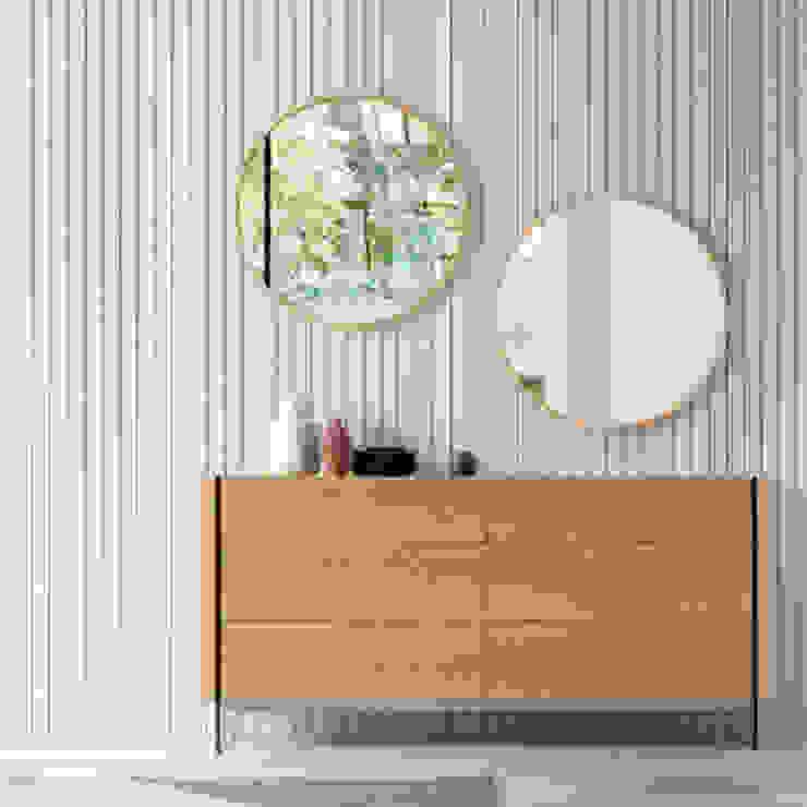 Aparador y espejos de roble de la nueva colección de Angel Cerdá de ANGEL CERDA Moderno Madera Acabado en madera