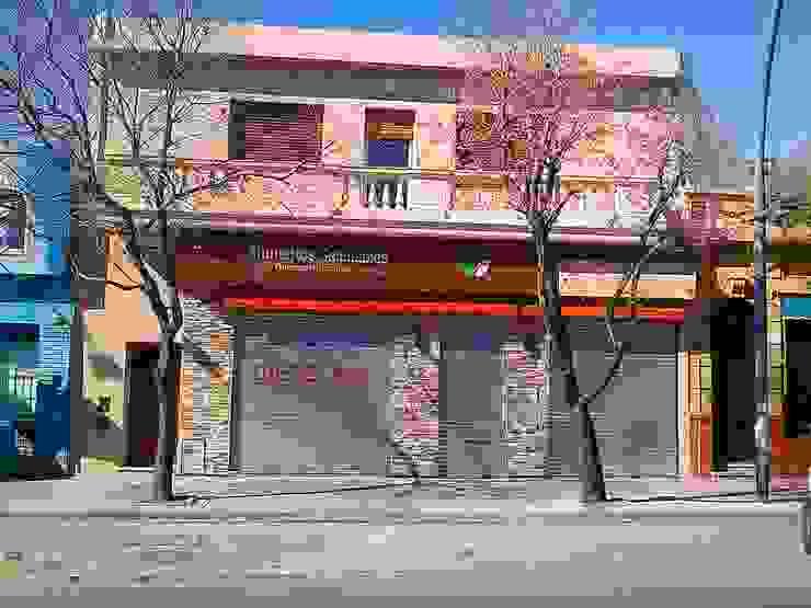 Frente del local manteniendo la imagen original de la fachada recuperada de Faerman Stands y Asoc S.R.L. - Arquitectos - Rosario Rústico