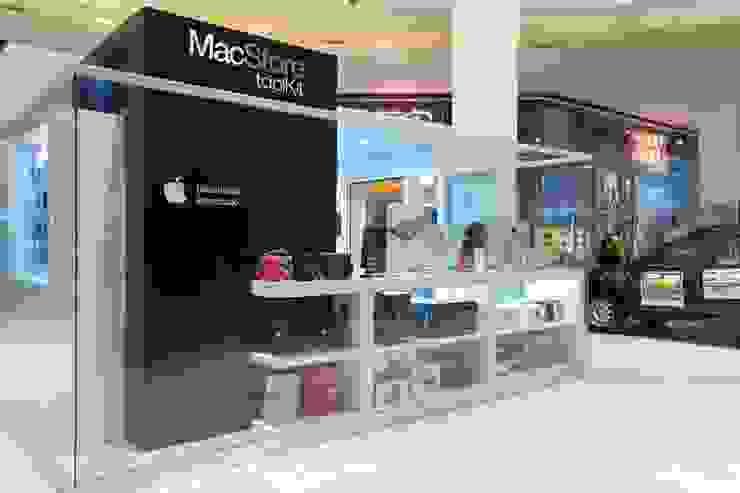 Vista lateral con presencia de marca Centros comerciales minimalistas de homify Minimalista Vidrio