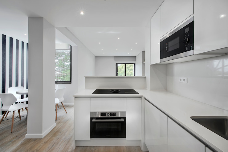 ARQ1to1 - Arquitectura, Interiores e Decoração Kitchen units White