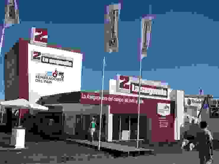 Diseño de stands para eventos de campo Centros de exposiciones de estilo industrial de Faerman Stands y Asoc S.R.L. - Arquitectos - Rosario Industrial Compuestos de madera y plástico