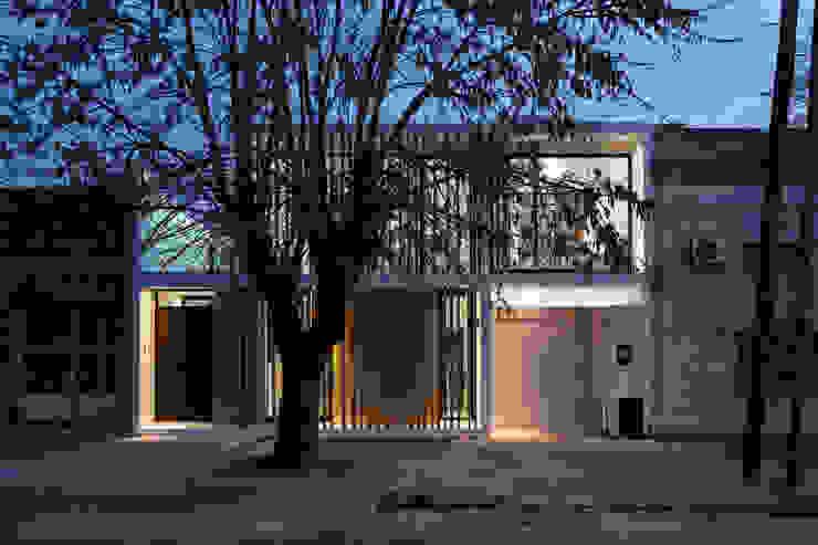 bởi SMF Arquitectos / Juan Martín Flores, Enrique Speroni, Gabriel Martinez Hiện đại