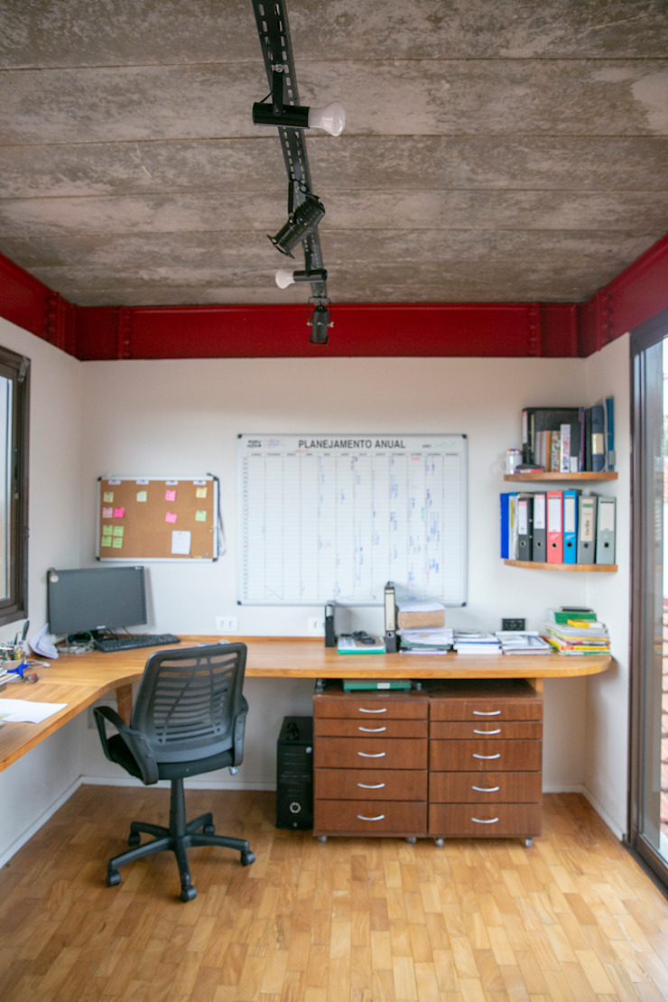 Rustic style study/office by C2HA Arquitetos Rustic