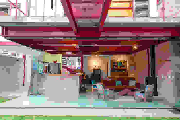 Rustic style living room by C2HA Arquitetos Rustic