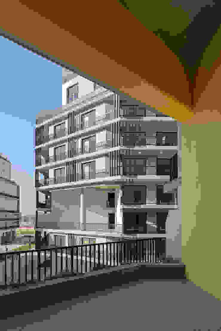 by SMF Arquitectos / Juan Martín Flores, Enrique Speroni, Gabriel Martinez Modern