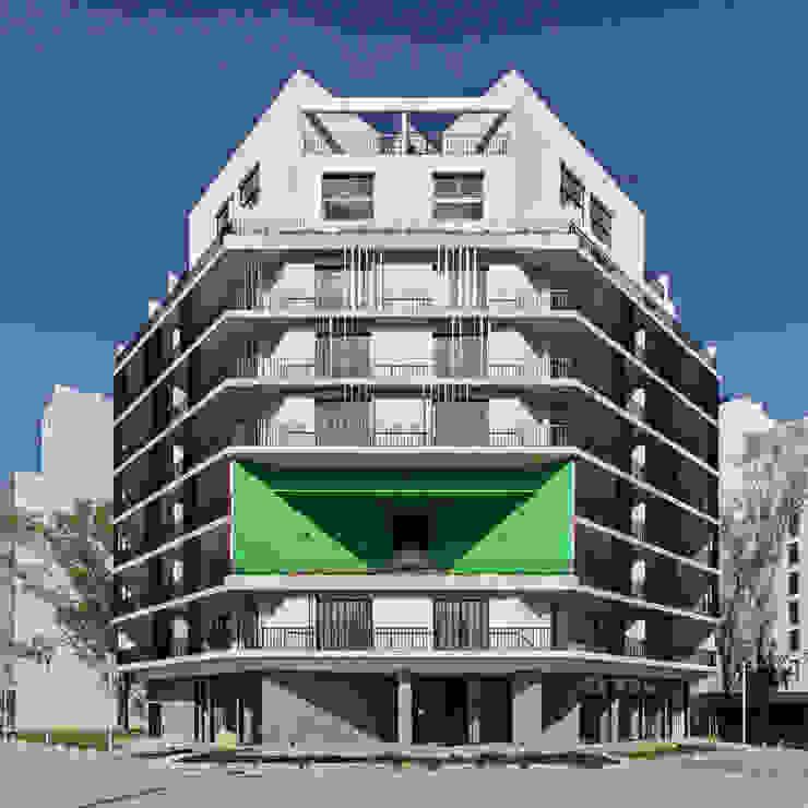 บ้านสำหรับครอบครัว โดย SMF Arquitectos  /  Juan Martín Flores, Enrique Speroni, Gabriel Martinez,
