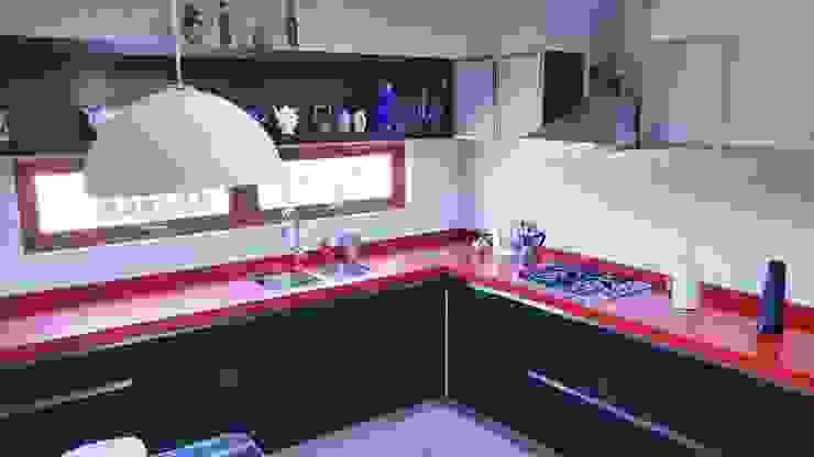 Cocina Roja por SIMPLEMENTE AMBIENTE SIMPLEMENTE AMBIENTE mobiliarios hogar y oficinas santiago Cocinas equipadas