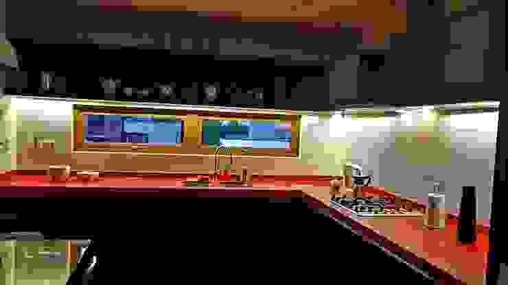 Cocina Roja Iluminación de SIMPLEMENTE AMBIENTE mobiliarios hogar y oficinas santiago Moderno